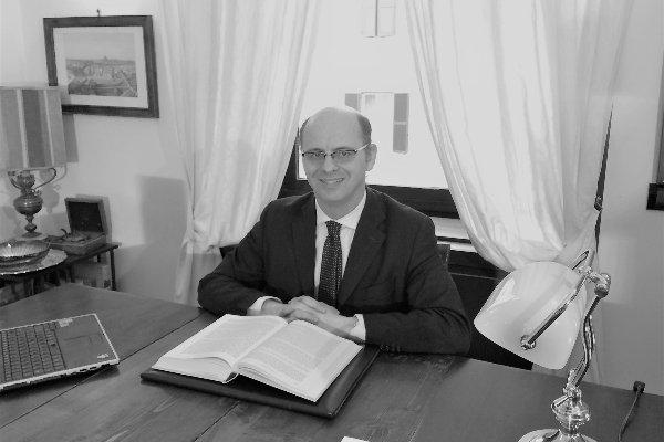 Avvocato Lorenzo Jesurum nel suo studio