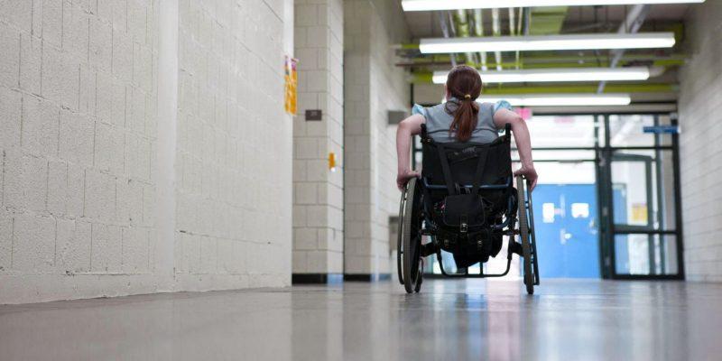 Bambina disabile a scuola