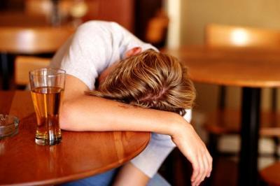 l'alcol è particolarmete dannoso per gli adolescenti