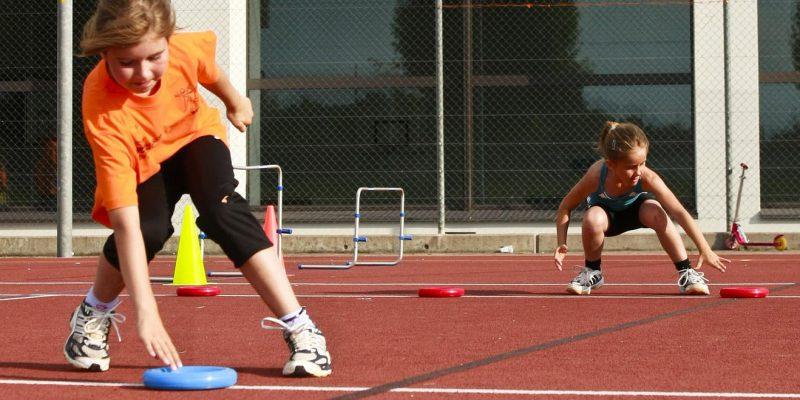 bambini che praticano sport